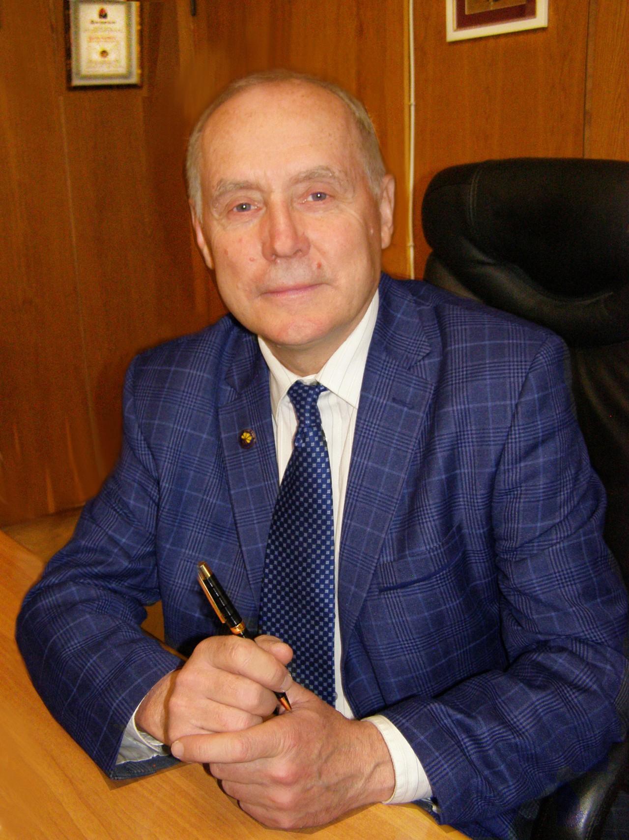 Директор ІОХ НАНУ член-кореспондент НАН України Кальченко Віталій Іванович